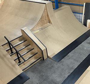 スケートパーク併設