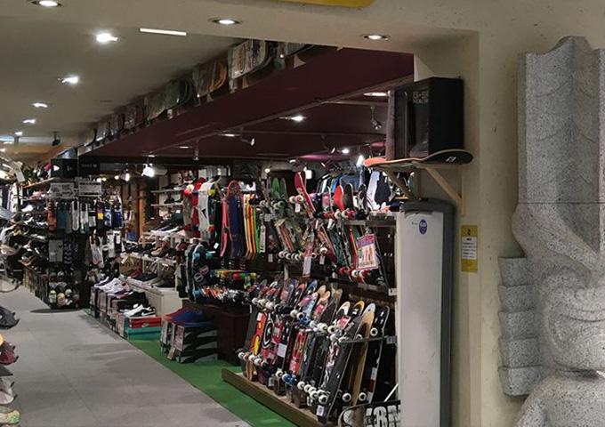 ムラサキスポーツ 神戸三宮店