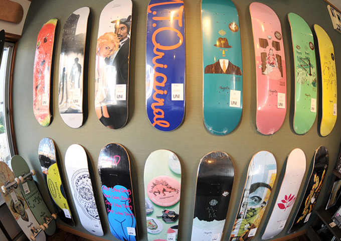 UNI skateboard shop